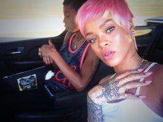 Pin for Later: Die Stars tragen Haare in allen Regenbogenfarben Rihanna Quelle: Twitter user Rihanna