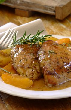 All-In-One Chicken, Peach & Rosemary Bake: Although they may sound like an odd pair, peaches and rosemary work really well together. Combined with baby potatoes and chicken in a KNORR Cook-in-Bag, and dinner's on the table in 45 minutes!  #easy #dinner #recipes