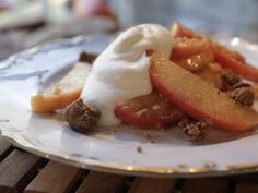 Apple Ginger Crumble : Damaris sautés spiced apples and tops them with a ginger crumble. Southern At Heart Recipes, Ginger Snap Cookies, Crumble Recipe, Ginger Snaps, Pumpkin Pie Spice, Dessert Recipes, Desserts, Food Network Recipes, Postres