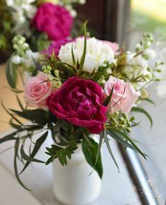 "24 aprecieri, 2 comentarii - Florarie cu gust (@florarie_cu_gust) pe Instagram: ""#florariecugust#tablearrangements#wild#peony#inlovewithflowers#vscoflowers#flowerstagram#instaweddings#myflowers#flowerlovers#romantic#bucharest#buchet#bujori💕💕💕"""