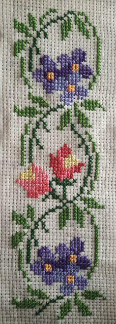 Cross Stitch Boarders, Tiny Cross Stitch, Simple Cross Stitch, Cross Stitch Flowers, Cross Stitch Designs, Cross Stitching, Cross Stitch Patterns, Crochet Border Patterns, Baby Knitting Patterns