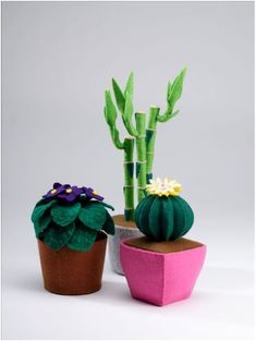 Handmade Felt Plants - that will never wither. (From 'Big Little Felt Universe') Felt Diy, Handmade Felt, Handmade Crafts, Cute Crafts, Felt Crafts, Diy And Crafts, Felt Flowers, Fabric Flowers, Cactus Craft