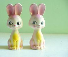 Vintage Pink Bunny Rabbits Salt and Pepper Shakers. I love vintage shakers I collect them. Vintage Easter, Vintage Pink, Salt And Pepper Set, Salt Pepper Shakers, Vintage Ceramic, Girly, Stuffed Peppers, Elegant Nails, Bunny Rabbits