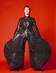 A pochi mesi dalla scomparsa del Duca Bianco arriva in Italia la mostra «David Bowie is», dal 14 luglio al 13 novembre sarà ospitata al Mambo di Bologna