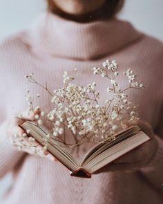 HD photo by Olga Pogodina ( on Unsplash Flower Aesthetic, Book Aesthetic, Aesthetic Vintage, Aesthetic Photo, Aesthetic Pictures, Photography Aesthetic, Book Photography, Creative Photography, Photography Supplies