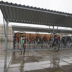 Op het buitenterrein van de Curio locatie in Breda (voorheen ROC West Brabant) kunnen studenten hun fietsen parkeren in door Falco geleverde fietsparkeersystemen. Er staan diverse fietsoverkappingen en fietsenrekken, ook met oplaadgelegenheid. Bike, Students, Bicycle, Bicycles