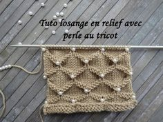 Tuto Losange in Relief with Tranches in Tricot is on a number of maille divisible par 10 + 11 + 2 Poncho Knitting Patterns, Knitting Stiches, Lace Knitting, Knitting Designs, Crochet Stitches, Crochet Baby Hats, Crochet Beanie, Knit Crochet, Beading Patterns