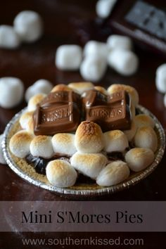 Mini S'Mores Pies - creamy chocolate pudding in a graham shell topped with marshmallows and more chocolate - Yum!