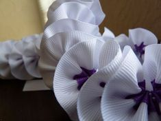 DIY Spiral Ribbon Lei (total cost to make: 8) Great tutorial in a click-through link! Used it to make my friend's graduation lei yesterday