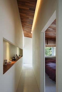 dezeen_ Residence of Daisen by Keisuke Architect Keisuke Kawaguchi designed the house to fit into gaps between the existing trees, taking advantage of the available space without disrupting the natural surroundings. Tottori, Luz Natural, Tree Interior, Slanted Walls, Forest House, Urban Design, Interiores Design, Interior Architecture, Minimalist Architecture