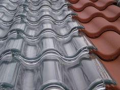Soltech Energy社が開発したのがガラスでできた瓦を屋根に敷くことで、太陽光発電システム。従来うよりもなんだかスタイリッシュです。