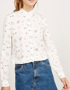 Camisa estampada dibujos - Chica BSK - Bershka España Tops Bonitos, Abstract Face Art, Back To School Outfits, Cute Tops, Ideias Fashion, Casual Outfits, Fashion Dresses, Textiles, Embroidery