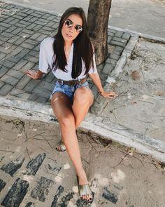"""2,210 curtidas, 27 comentários - Aléxia Marina (@aleexiamarina) no Instagram: """"no mei da rua mesmo, sento no chão, bato uma foto e sigo minha vida, sou dessas! """""""