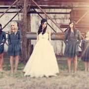 This almost the exact kind of wedding that I want! by: Three Nails Photography