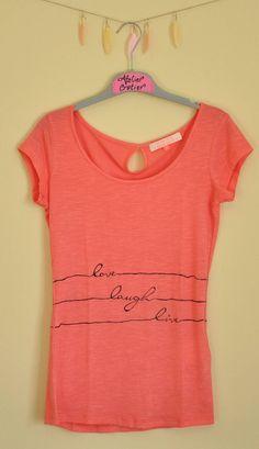 Guarda questo articolo nel mio negozio Etsy https://www.etsy.com/it/listing/384649068/hand-painted-t-shirt-love-laugh-live
