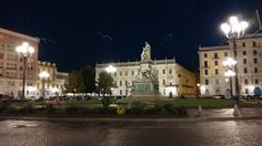 #Torino Piazza #Carlo #EmanueleII, comunemente chiamata #PiazzaCarlina  #itineranda #itinerari #passeggio #paesaggi #città #italia #curiosità #trekking #urbano