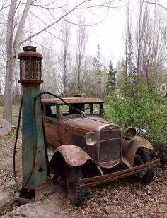 The Lost World - Imgur Old Gas Pumps, Vintage Gas Pumps, Abandoned Houses, Abandoned Places, Abandoned Vehicles, Old Vehicles, Abandoned Mansions, Military Vehicles, Pompe A Essence