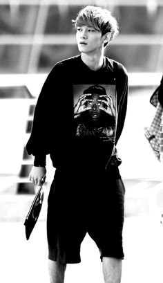 Chen looking amazing and then there's his shirt lol #EXO  #Chen