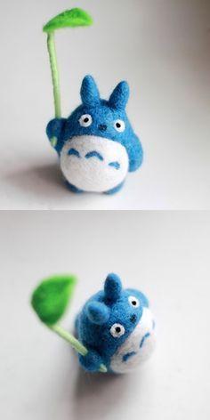 Hecho a mano feltería felting proyecto animal lindo azul Totoro felted lana muñeca