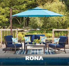 Get relief from the sweltering sun and add a pop of colour to your patio with a patio umbrella. Add a few lanterns, cushions and a rug for the perfect set up. •  Protégez-vous du soleil et ajoutez une touche de couleur à votre patio avec un parasol. Ajoutez quelques lanternes, des coussins, un tapis, et vous obtenez l'espace parfait.