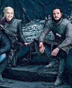 Emilia Clarke and Kit Harington Game Of Thrones Sword, Arte Game Of Thrones, Game Of Thrones Facts, Game Of Thrones Quotes, Game Of Thrones Funny, Jon E Daenerys, Daenerys Targaryen, Khaleesi, Emilia Clarke