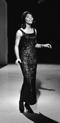 Dionne Warwick | 60 Iconic Women Who Prove Style Peaked In The '60s