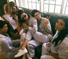 Kim Kardashian & All Her Sisters Celebrate at Her Baby Shower: Photo Kim Kardashian is surrounded by her sisters Khloe Kardashian, Koutney Kardashian, Kendall Jenner and Kylie Jenner at her baby shower on Sunday (October in Los… Robert Kardashian, Estilo Kardashian, Estilo Kylie Jenner, Kardashian Style, Kardashian Jenner, Kim Kardashian Family, Kardashian Workout, Kourtney Kardashian Instagram, Kardashian Memes
