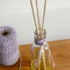 1000 id es sur le th me diffuseur de roseau fait maison sur pinterest huiles essentielles. Black Bedroom Furniture Sets. Home Design Ideas