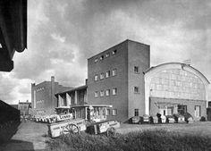 De Lubro-fabriek in 1950 met broodkarren op de voorgrond (gelegenheidsuitgave LUBRO, HUA)