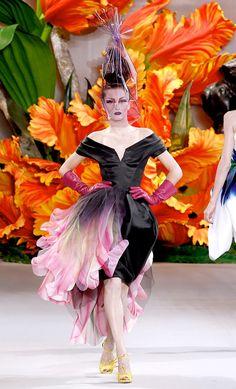 Iekeliene Stange at Christian Dior Haute Couture Fall 2010 by John Galliano. Dior Haute Couture, Christian Dior Couture, Style Couture, Couture Week, Gowns Couture, Couture Ideas, Christian Siriano, Fashion Weeks, Dior Fashion