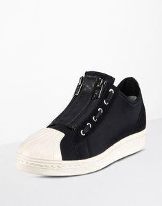 A new take by Y-3 on a classic Adidas silhouet. I like. Much. Very Much