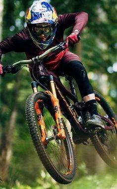 Freeride Mtb, Freeride Mountain Bike, Mountain Biking Women, Mountain Bike Helmets, Best Mountain Bikes, Mountain Bike Trails, Downhill Bike, Mtb Bike, Bmx Bikes