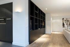 Love these floors against the black Living Tv, Living Room, Condo, Interior Decorating, Interior Design, Cabinet Design, Beautiful Interiors, Contemporary Interior, Built Ins