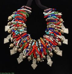 fr aime ce collier en perle argent rouge bleu style ethnique afro tendance tribale multi-rang necklace by Carl Dreibelbis, collector of old and antique beads African Necklace, African Jewelry, Tribal Necklace, Tribal Jewelry, Boho Jewelry, Jewelry Art, Antique Jewelry, Beaded Jewelry, Jewelery