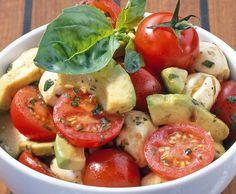 Tomaten-Avocado-Mozzarella-Salat - Rezept - Saisonküche