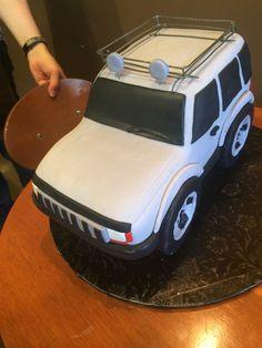 Jeep cake Ambulance Cake, Jeep Cake, Different Cakes, 3d Cakes, Cakes For Boys, Cake Art, Jeep Wrangler, Beautiful Cakes, Communion