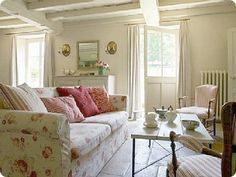 Lovely living room (from Shabby and Charme)