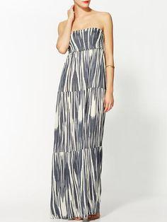 Velvet by Graham & Spencer Rayna Key West Maxi Dress. Odshora se díly postupně prodlužují (efekt prodloužení postavy).