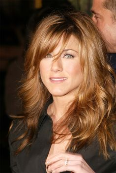 Jennifer Aniston always has gorgeous hair! Side Fringe Hairstyles, Hairstyles With Bangs, Pretty Hairstyles, Layered Hairstyles, Celebrity Hairstyles, Hairstyle Ideas, Stylish Hairstyles, Long Haircuts, Style Hairstyle