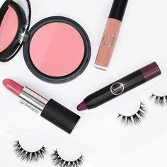 Happy Friday, dolls! Today's look includes all things #SigmaPink. //#sigmabeauty ------- Products featured: Nymphaea aura powder Seal of Approval lip eclipse Own-It power crayon Clover power stick Photo: @nikkiajoy