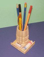 pennenbak van wasknijpers, ook leuk als regenton bij een poppenhuis