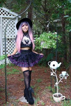 super cute outfit with sugarhai crop top - model credit: ahiruluna Goth Aesthetic, Aesthetic Clothes, Hippie Goth, Pastel Goth Outfits, Kids Outfits, Cute Outfits, Goth Model, Cream T Shirts, Creepy Cute