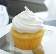Lemon Meringue Pie Cupcakes   SarahCupcake