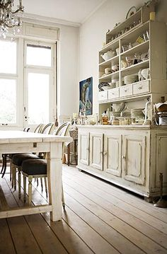 The Grower's Daughter: Reclaimed Rustics - The Old Cabinet
