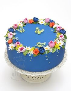 Photo: Spring cake for a cake course www. Bolo Floral, Floral Cake, Pretty Cakes, Beautiful Cakes, Cupcakes Decorados, Retirement Cakes, Spring Cake, My Birthday Cake, New Cake