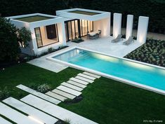 Modern Pool House in Basque Country by Atelier DC and Architects This beautiful modern pool house in Basque Country was designed by Atelier Delphone Carrere & Archi Pool House Designs, Backyard Pool Designs, Pool Landscaping, Patio Design, Swimming Pool Photos, Swimming Pool Designs, Modern Pool House, Moderne Pools, Pool Cabana