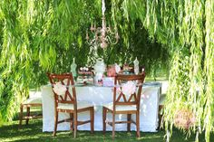 That dream house in my head, has a huge garden, and in the back is a weeping willow tree where I dream of putting a table like this and having a tea party. Everyone's invited!