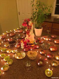 Sai Baba Pictures, God Pictures, Sai Baba Hd Wallpaper, Wallpaper Backgrounds, Mandir Decoration, Shirdi Sai Baba Wallpapers, Sai Baba Quotes, Krishna Hindu, Pooja Room Design