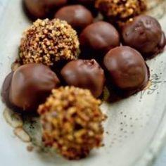 Mogyorós bonbon - akár szaloncukor is lehet Dumpling, Fudge, Almond, Sweet Treats, Cooking Recipes, Favorite Recipes, Sweets, Snacks, Chocolate