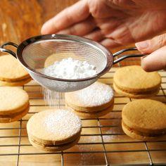 Alfajores – Gâteaux & Délices Biscuits, Desserts, Amp, Milk Jars, Condensed Milk, Parchment Paper Baking, Butter, Crack Crackers, Tailgate Desserts